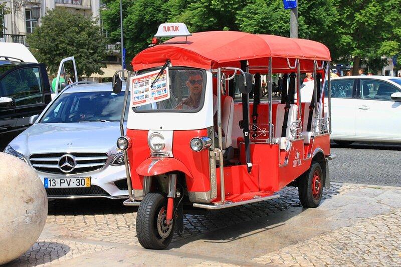 Тук-тук в Лиссабоне (Tuk-tuk in Lisbon)