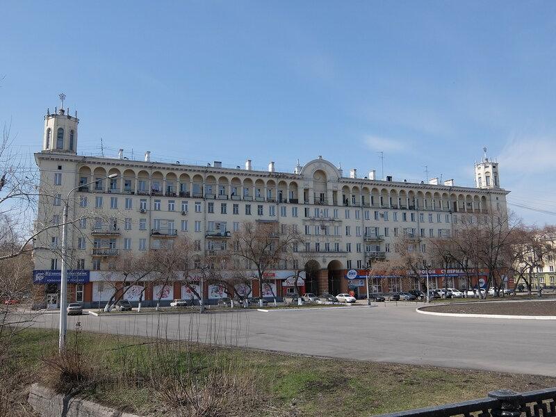 Новокузнецк - Проспект Металлургов - Дом на площади Маяковского