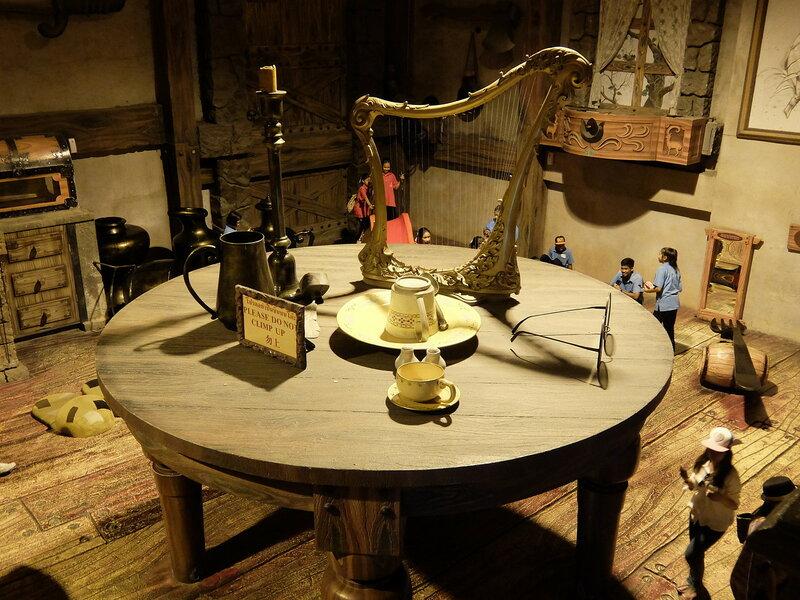 Тайский Диснейленд - Стол в доме гиганта