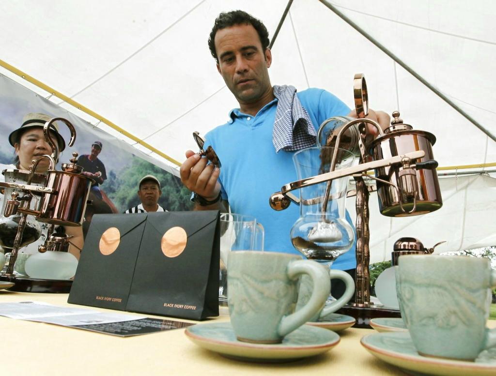 Как производят самый дорогой кофе из слоновьего...