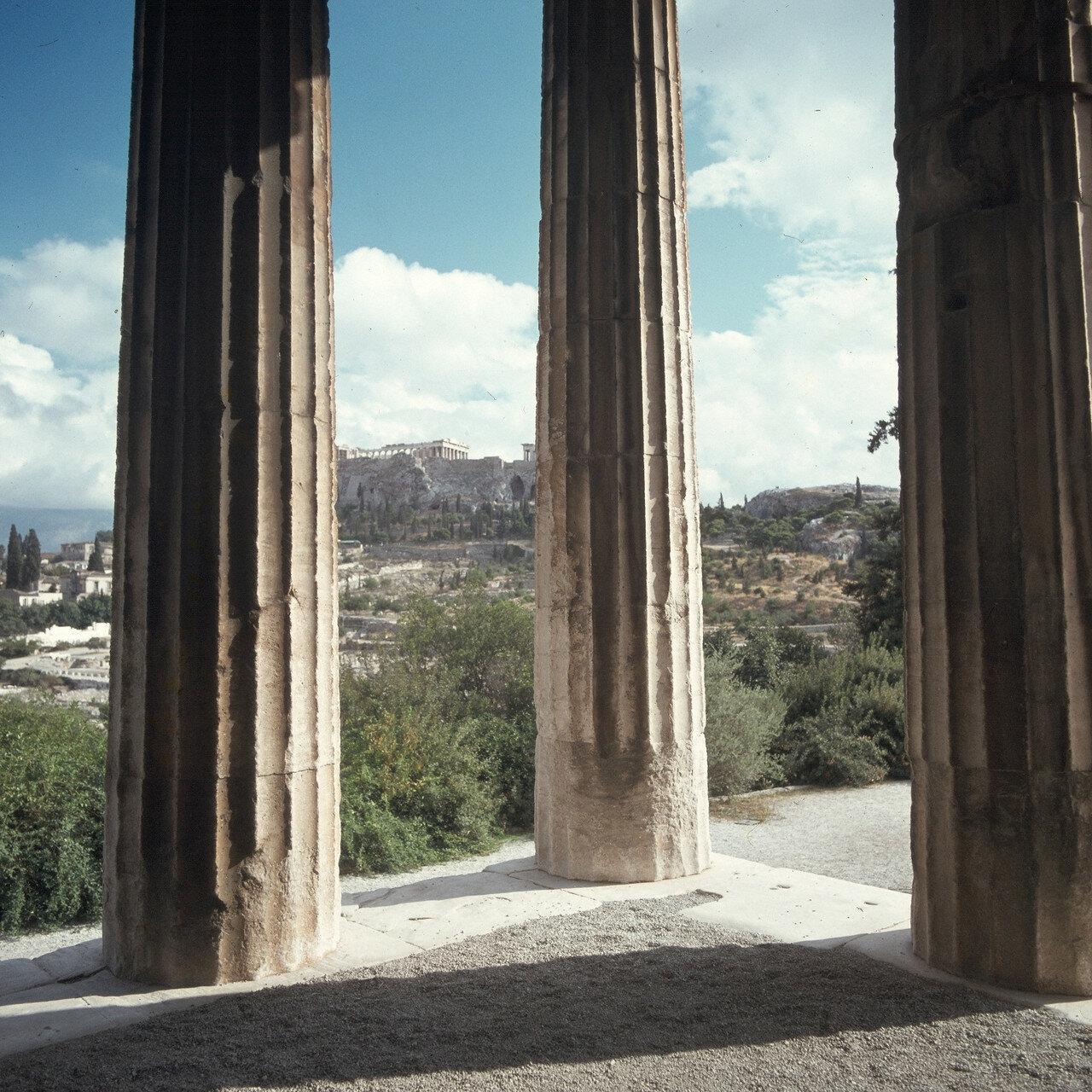 Афины. Вид на Акрополь и Агору из храма Гефеста во второй половине дня