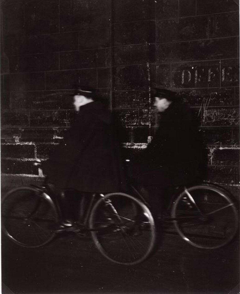 1931. Пара полицейских велосипедистов