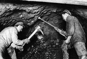 Магнитогорск. В забое рудника Атач. Добыча руды. 1931