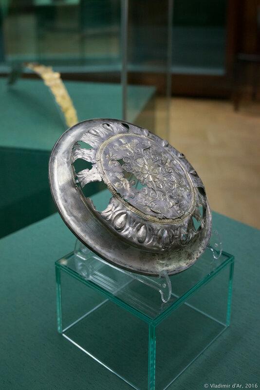 Тарелка с изображением «прорастающей девы» Rankenfrau. Конец IV - III вв. до н.э.