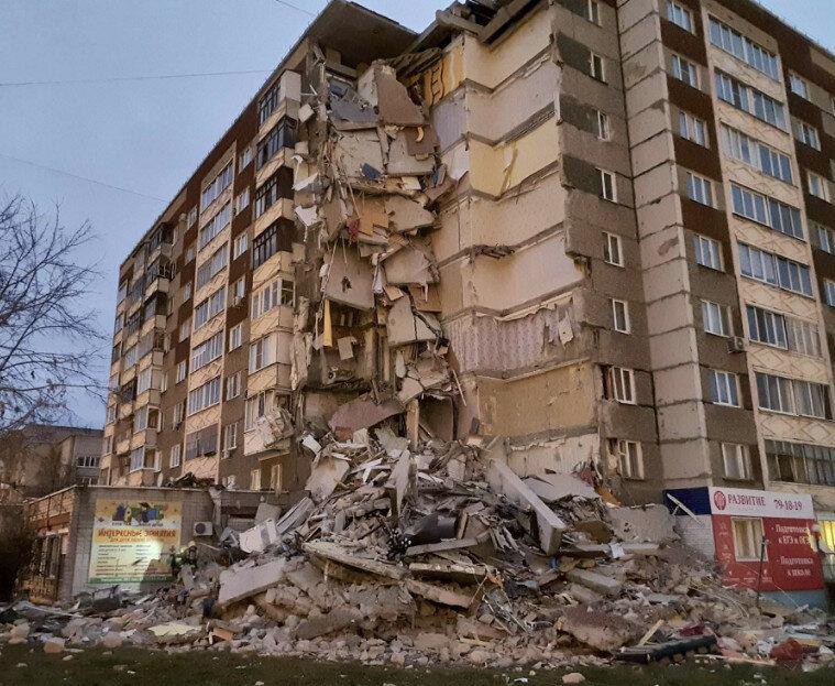 Дебил недовольный жизнью, взорвал дом в Ижевске.