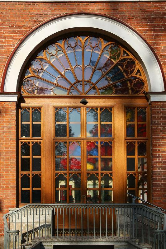 Витраж у входа в Павильон Арсенал, Пушкин, Александровский парк