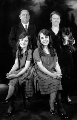 Дальнейшая жизнь и память   Последнее публичное появление сестёр Хилтон состоял