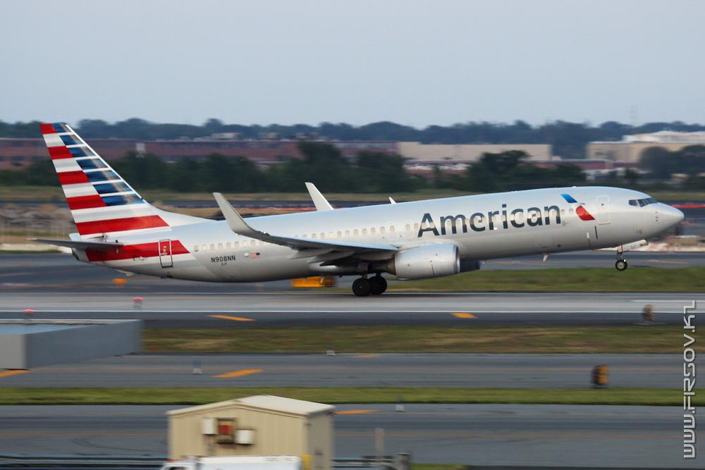B-737_N908NN_American_Airlines_1_JFK_resize (2).jpg