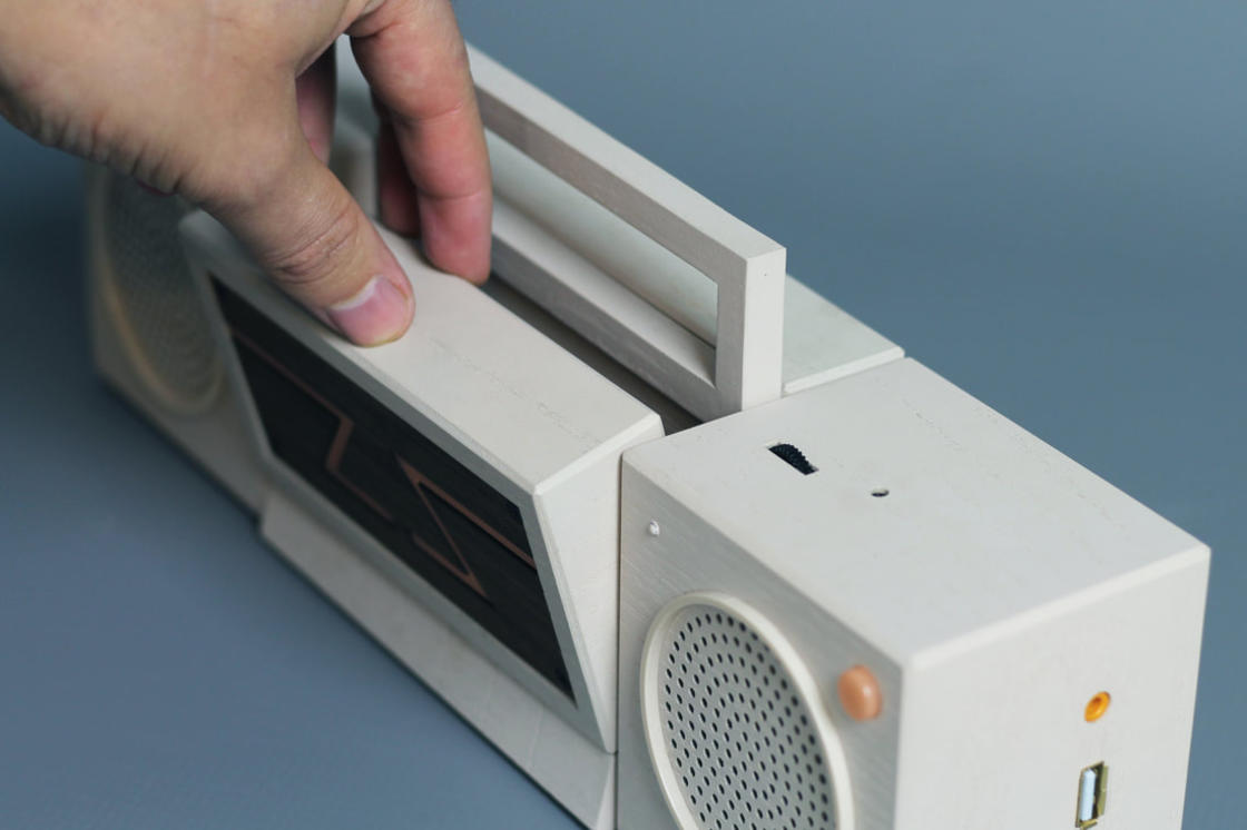 This boombox is a retrogaming console with video projector!