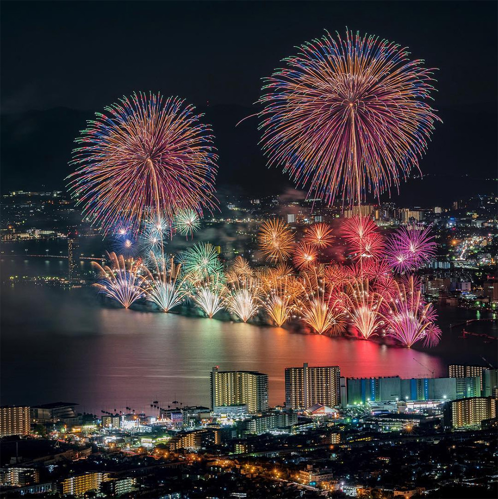 Magnificent Photographs of Japan's Summer Firework Festivals