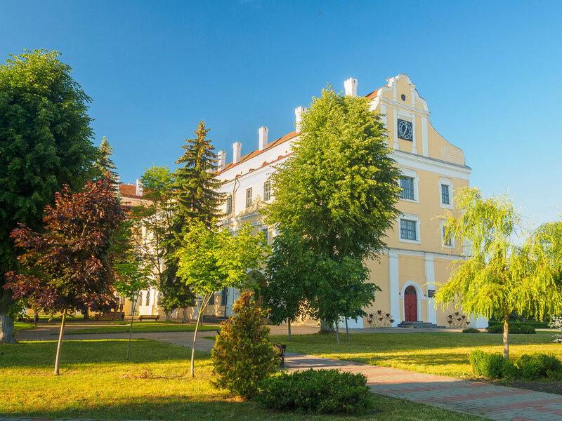 Бывший коллегиум иезуитов, а ныне музей Белорусского Полесья.