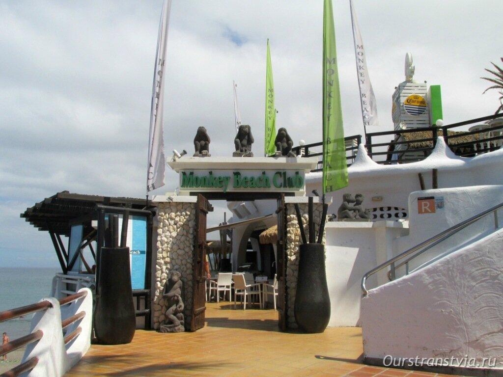 Mounkey Beach Club на Playa del Troya