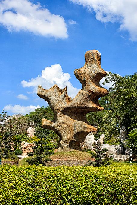 каменная скульптура в паттайе
