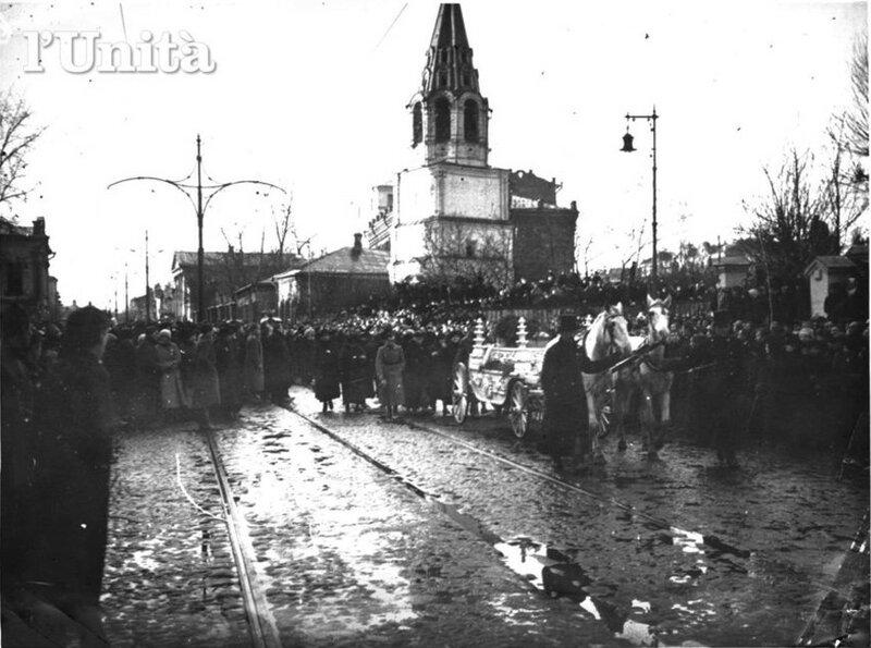 420212 Большая Никитская Похороны юнкеров в ноябре 1917.jpg