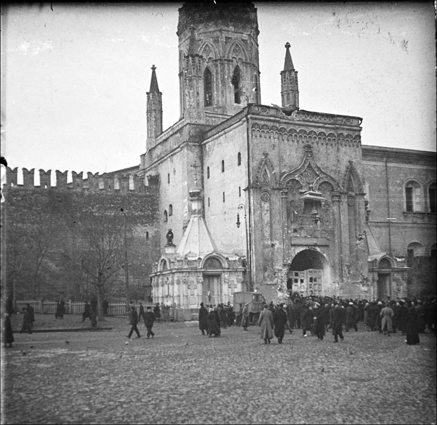 81941 Никольская башня после большевистского артобстрела.jpg
