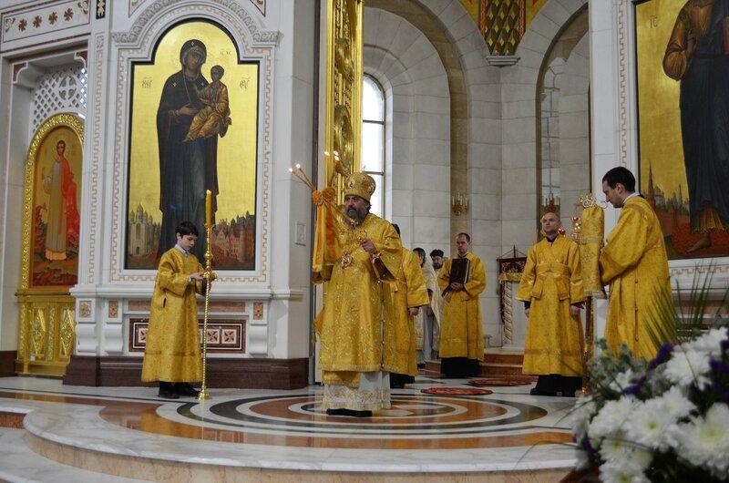 В Неделю 24-ю по Пятидесятнице архиепископ Серафим совершил Божественную литургию