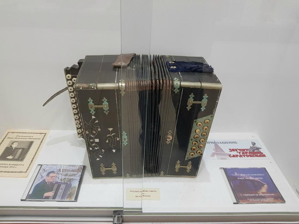Самый популярный музыкальный инструмент на дискотеках Саратова прошлого столетия 20171102_104944.jpg