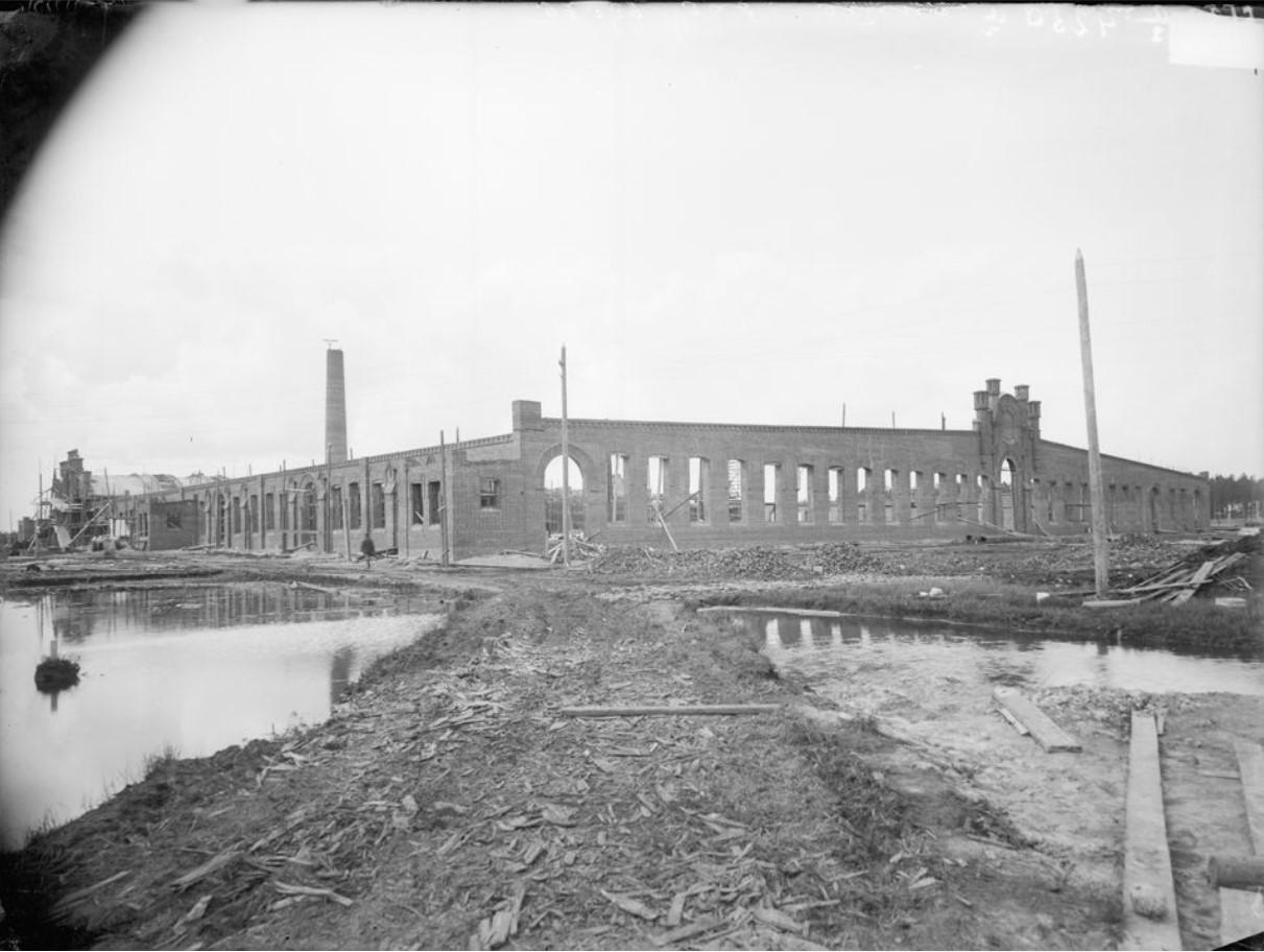 Строительство главного корпуса завода «Этна»