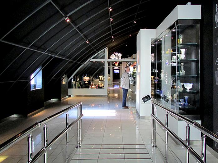 музей стекла черный зал Елагин