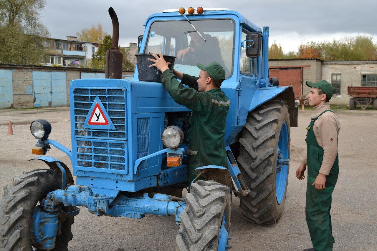 Картинки водителя трактора