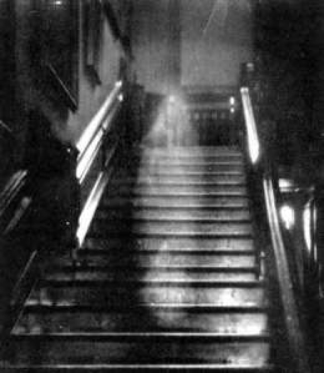 © wikipedia     Одна изсамых знаменитых испорных фотографий призрака. Считается