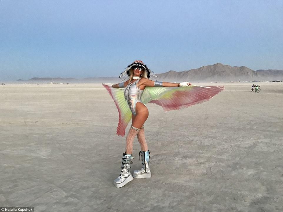 Радужный пони и грузовик с рогами: лучшие фотографии с Burning Man 2017 (32 фото) 18+