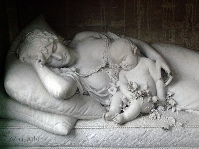 Самое знаменитое аргентинское кладбище ведет свою историю с1-й половины XVIIIвека. Здесь похоронен