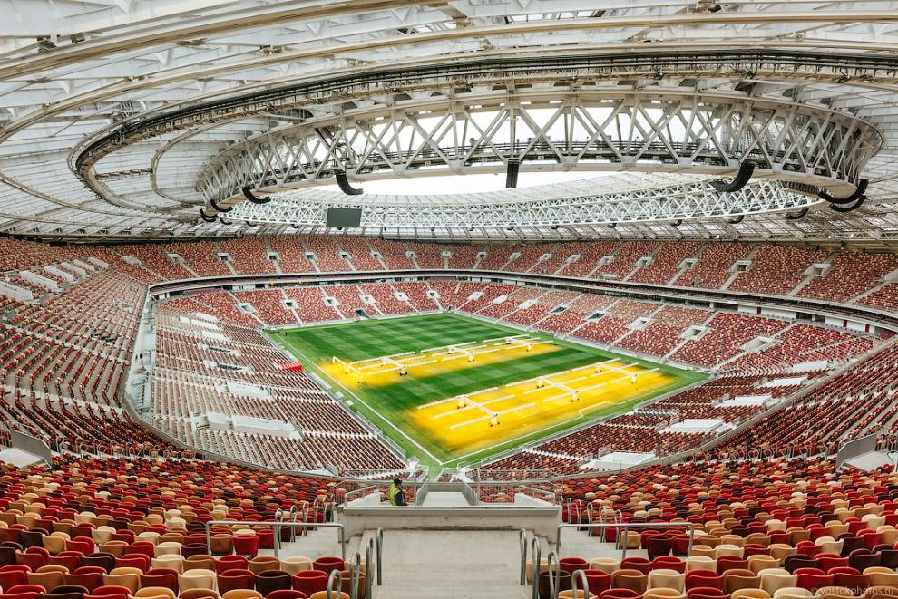 15. В результате реконструкции количество зрительских мест на стадионе увеличилось с 78000 до 81000,