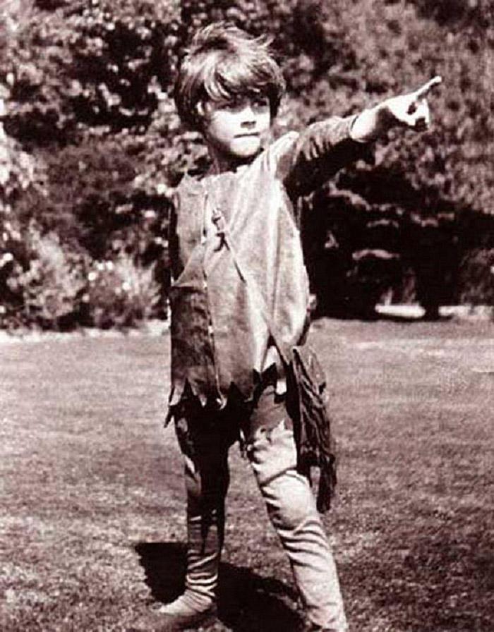А с Дэвисами был знаком давно, дружил со всеми их пятью сыновьями, но именно четырехлетний Майкл (бл
