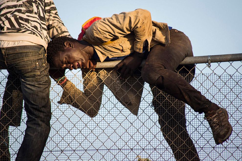 3. 15 октября 2014. В этот день около 300 африканцев пытались прорваться в Европу, трем это удалось