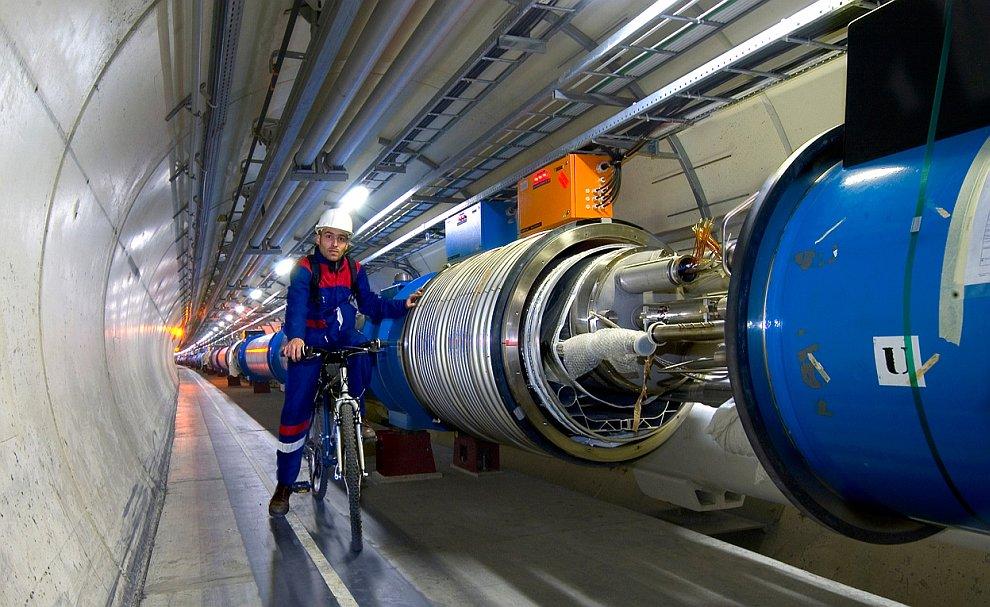 Электромагнитный калориметр  — прибор, который измеряет энергию частиц. В собранном