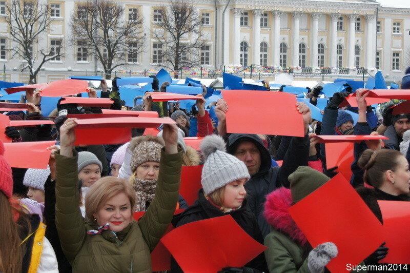 Флэшмоб «Под флагом России» в Ярославле