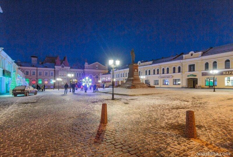 Красная площадь в Рыбинске вечером