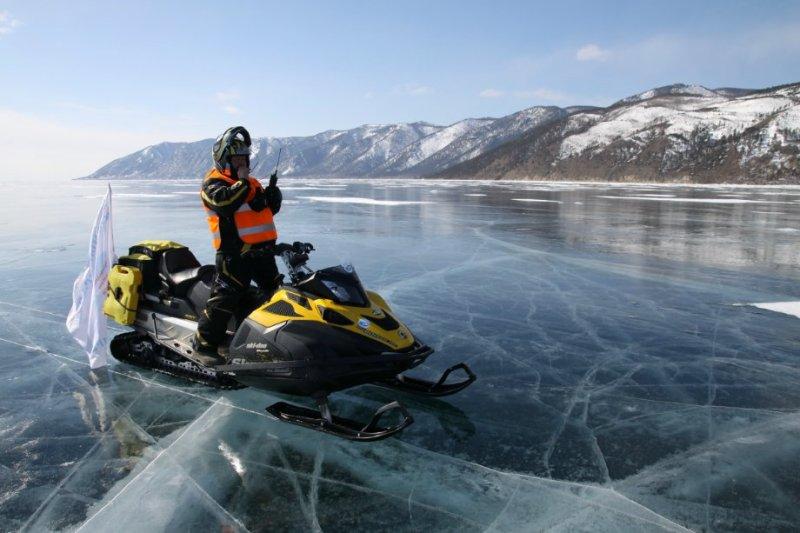 Управление снегоходом на льду