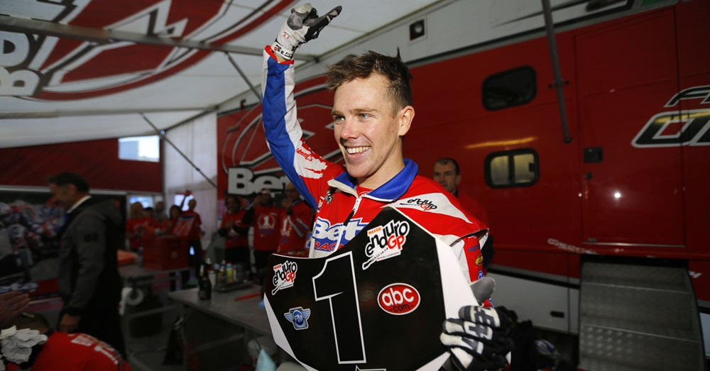 Стив Холкомб - лучший гонщик по итогам чемпионата мира эндуро 2017