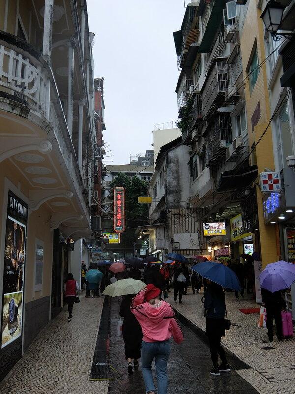 Макао - Люди и зонтики