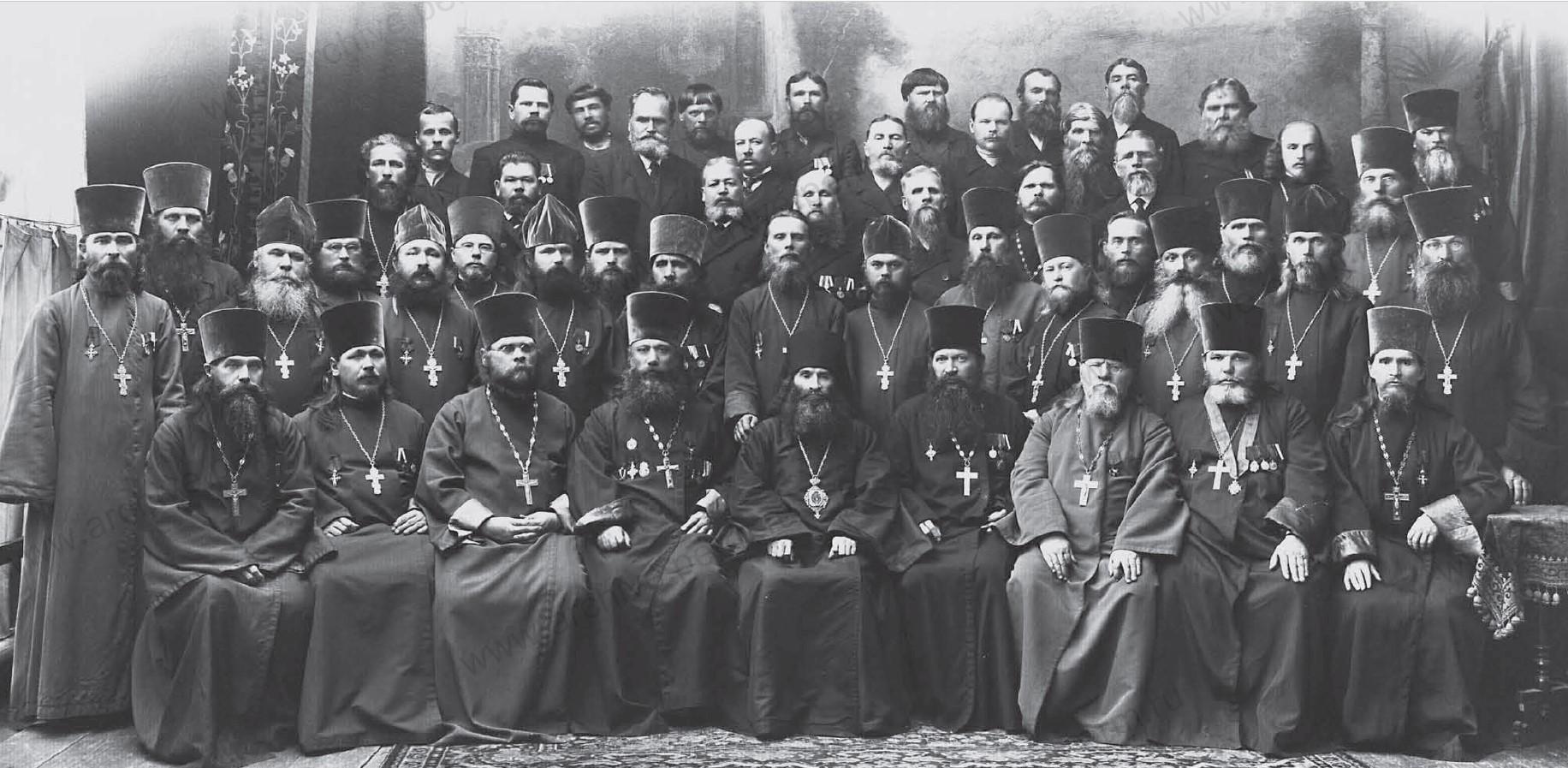 Епископ Пермский и Соликамский Андроник среди участников съезда духовенства и церковных старост. 1917