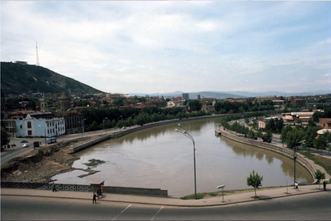Тбилиси. Мост соединяющий городские районы