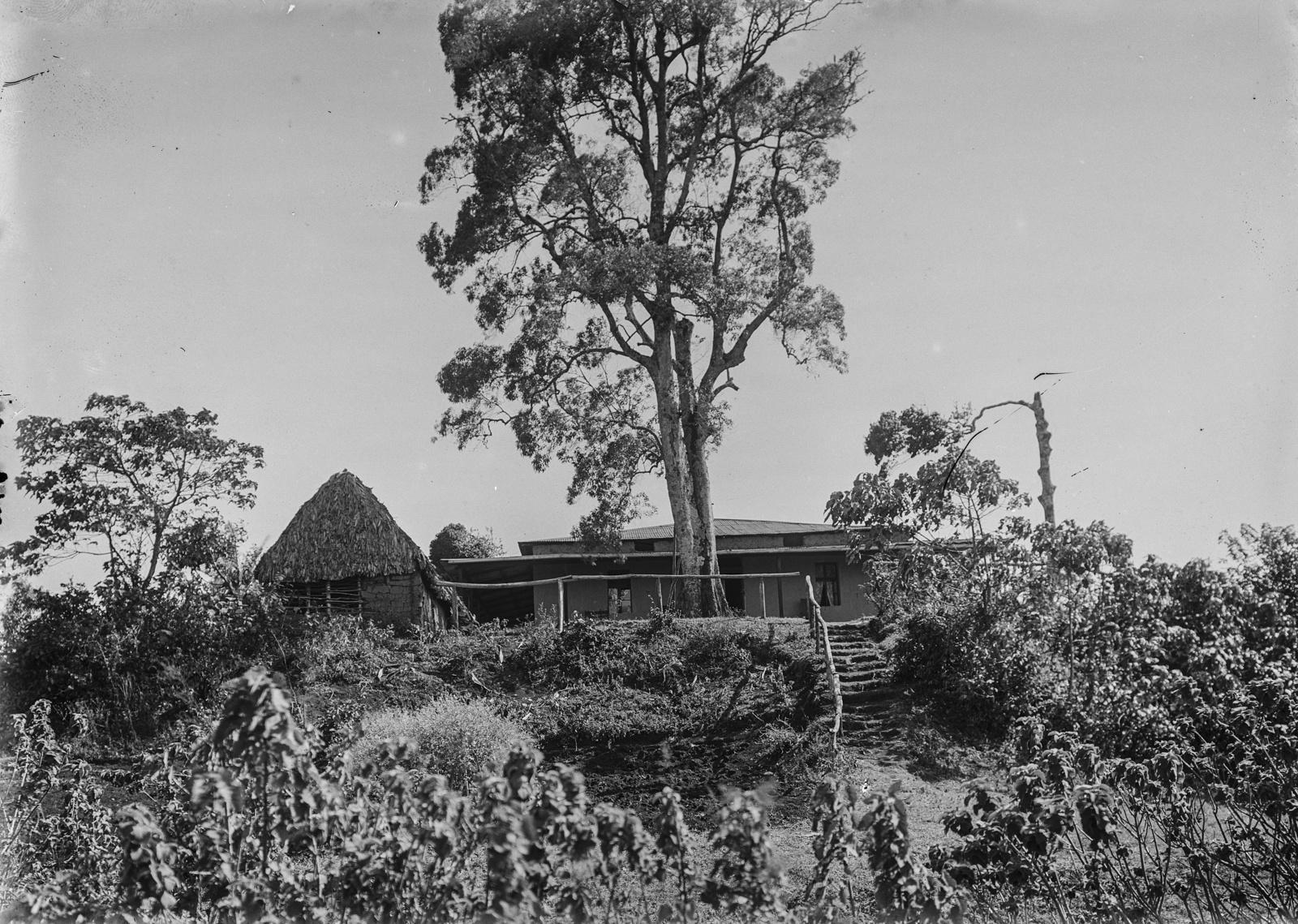 112. Станция немецкого общества Восточной Африки (ДОАГ) в Моши. Здание Лейпцигской евангелической лютеранской миссии