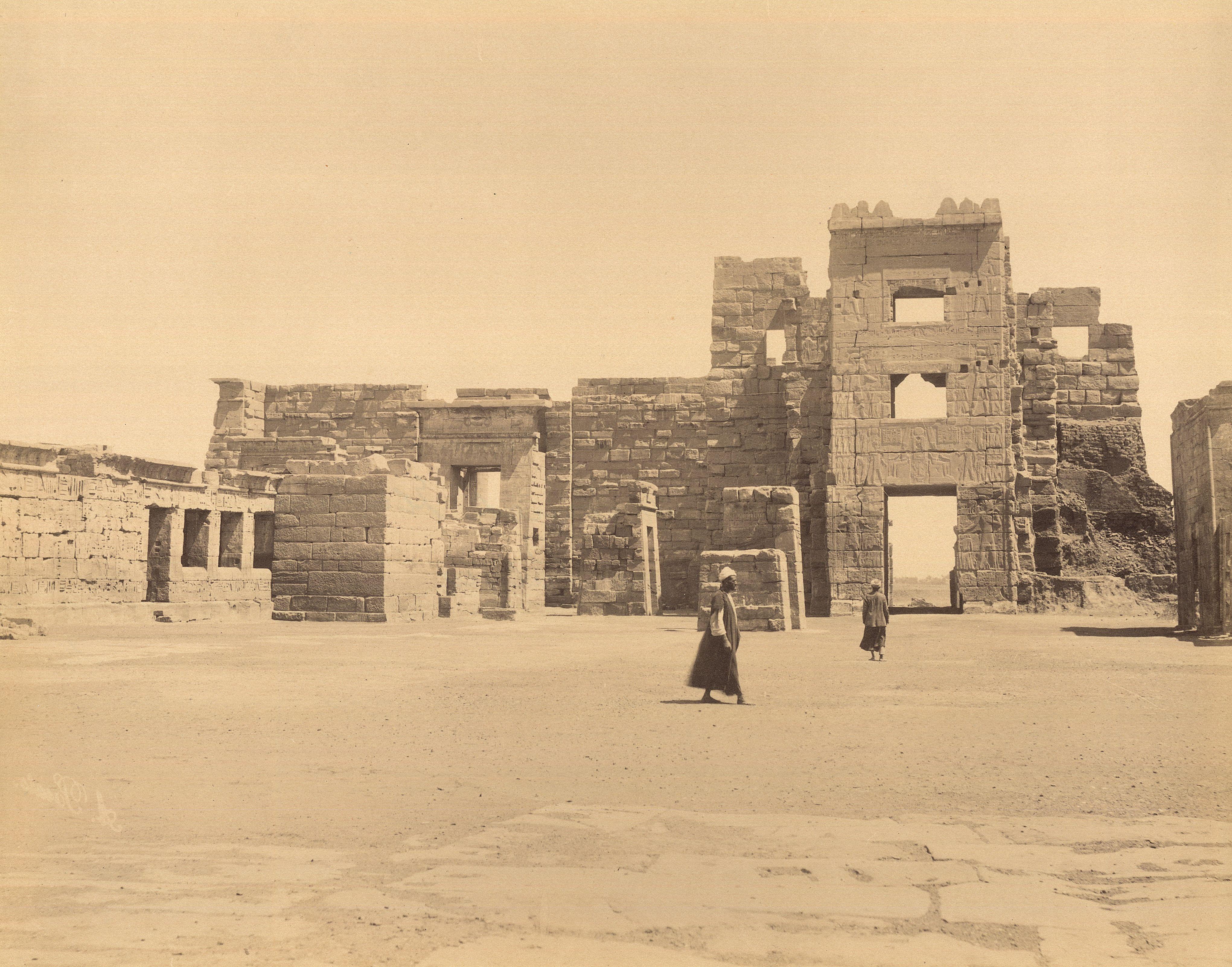 Заупокойный храм Рамсеса III в Мединет-Абу. Восточные ворота