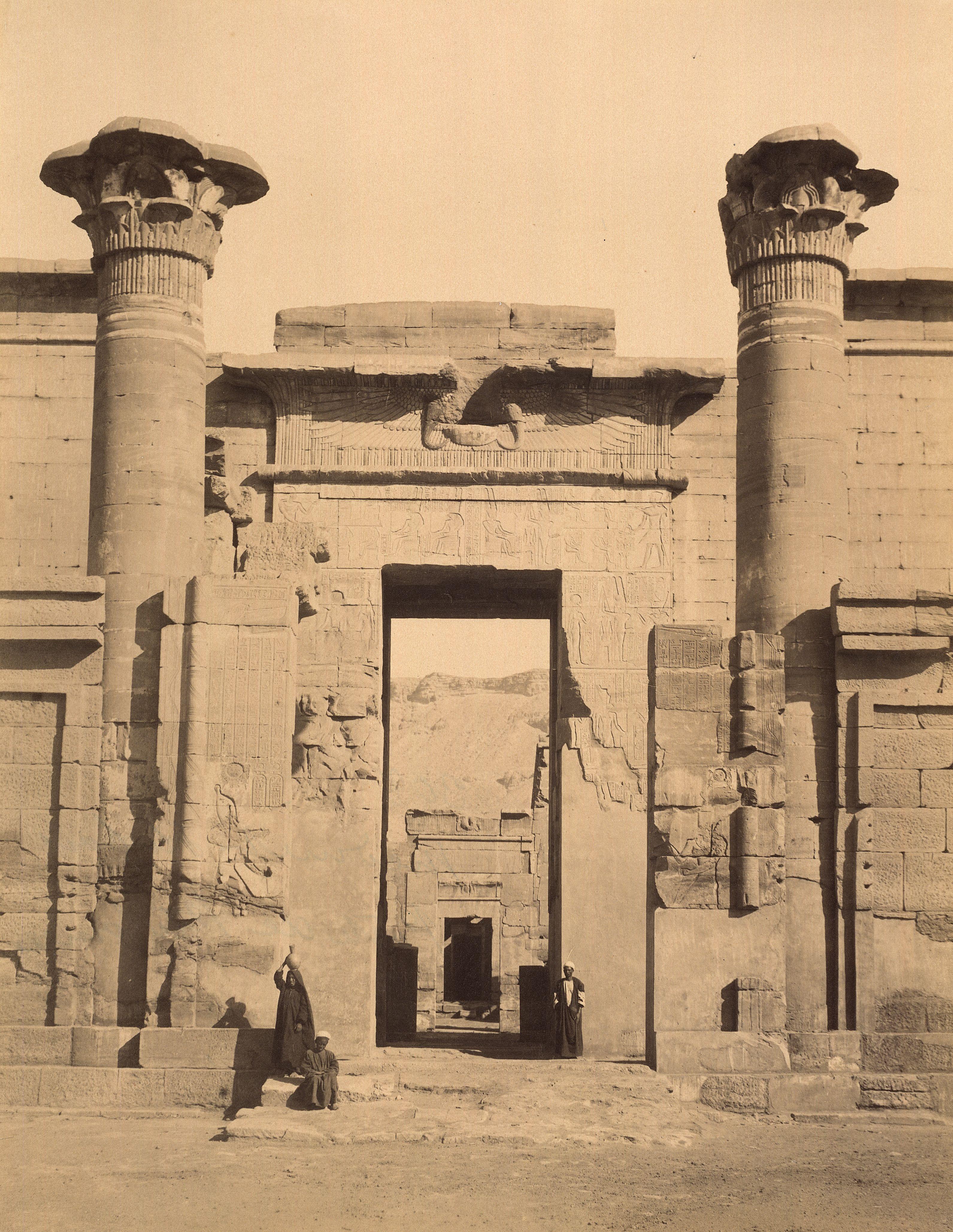 Фивы. Вход в небольшой храм, посвященный Амону