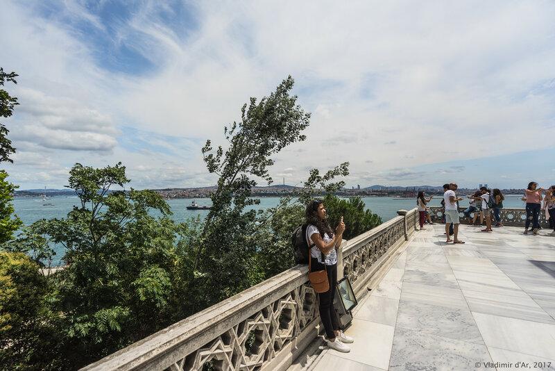 Дворец Топкапы в Стамбуле. Четвертый двор. Терраса Павильона медицины.