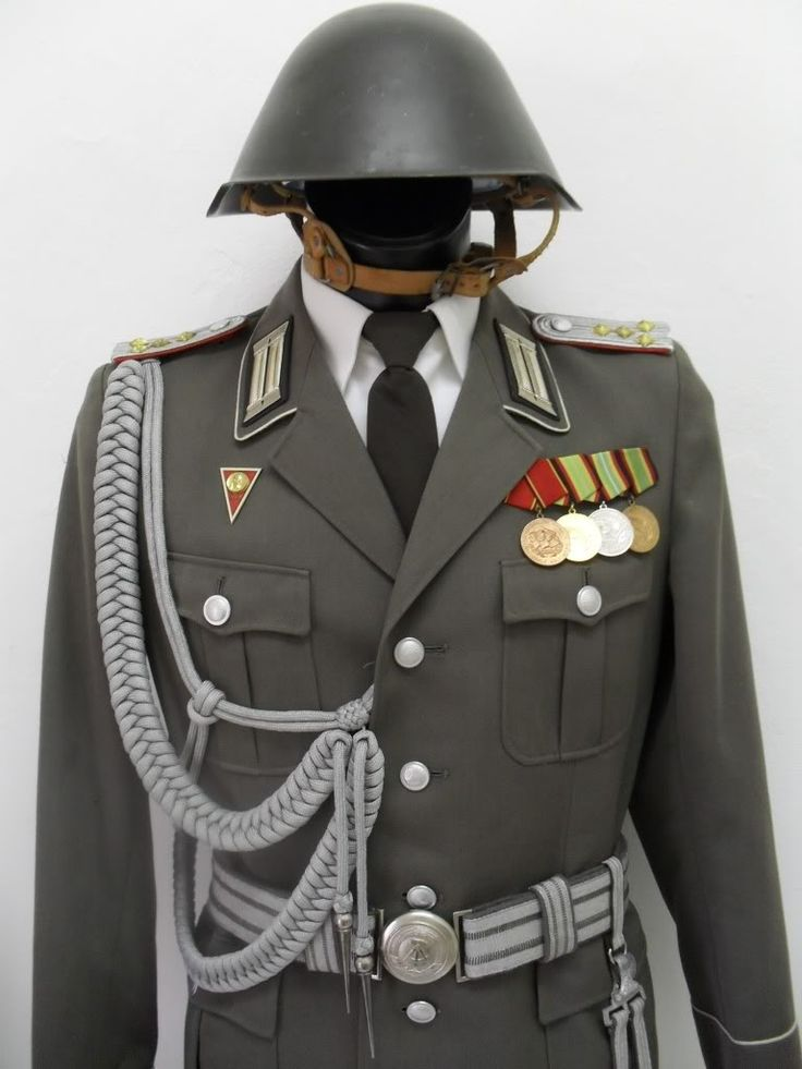 898b360cf7c94fd2e260247ac969d45f--german-uniforms-military-uniforms.jpg