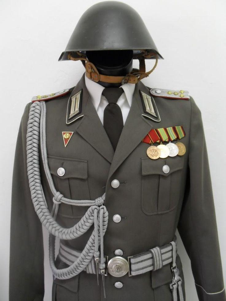 898b360cf7c94fd2e260247ac969d45f--german-uniforms-military-uniforms.jpg
