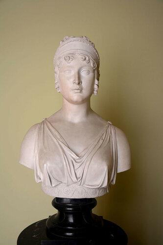 Bust_of_Caroline_Bonaparte.jpg