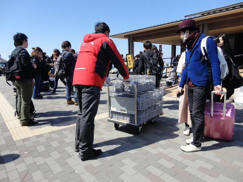 Священная гора Фудзи с обратной стороны. Черные яйца Овакудани