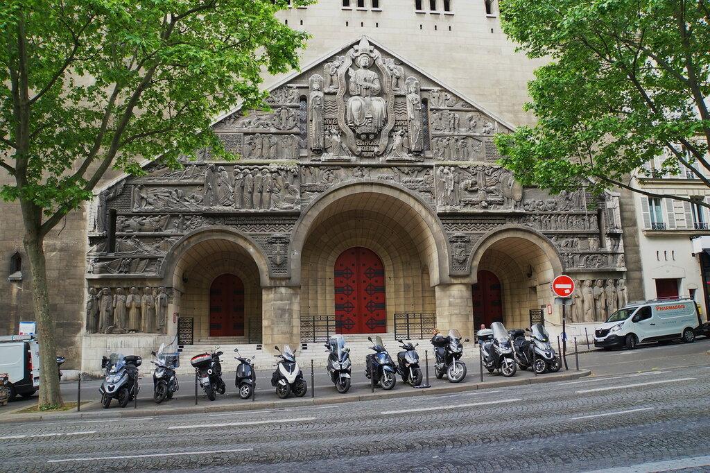 Фасад церкви Сан Пьер де Шайо