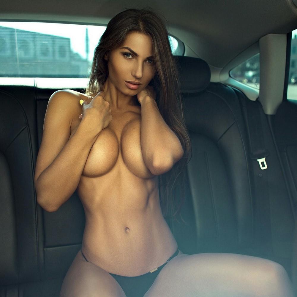 Сексуальные девушки, машины и мотоциклы