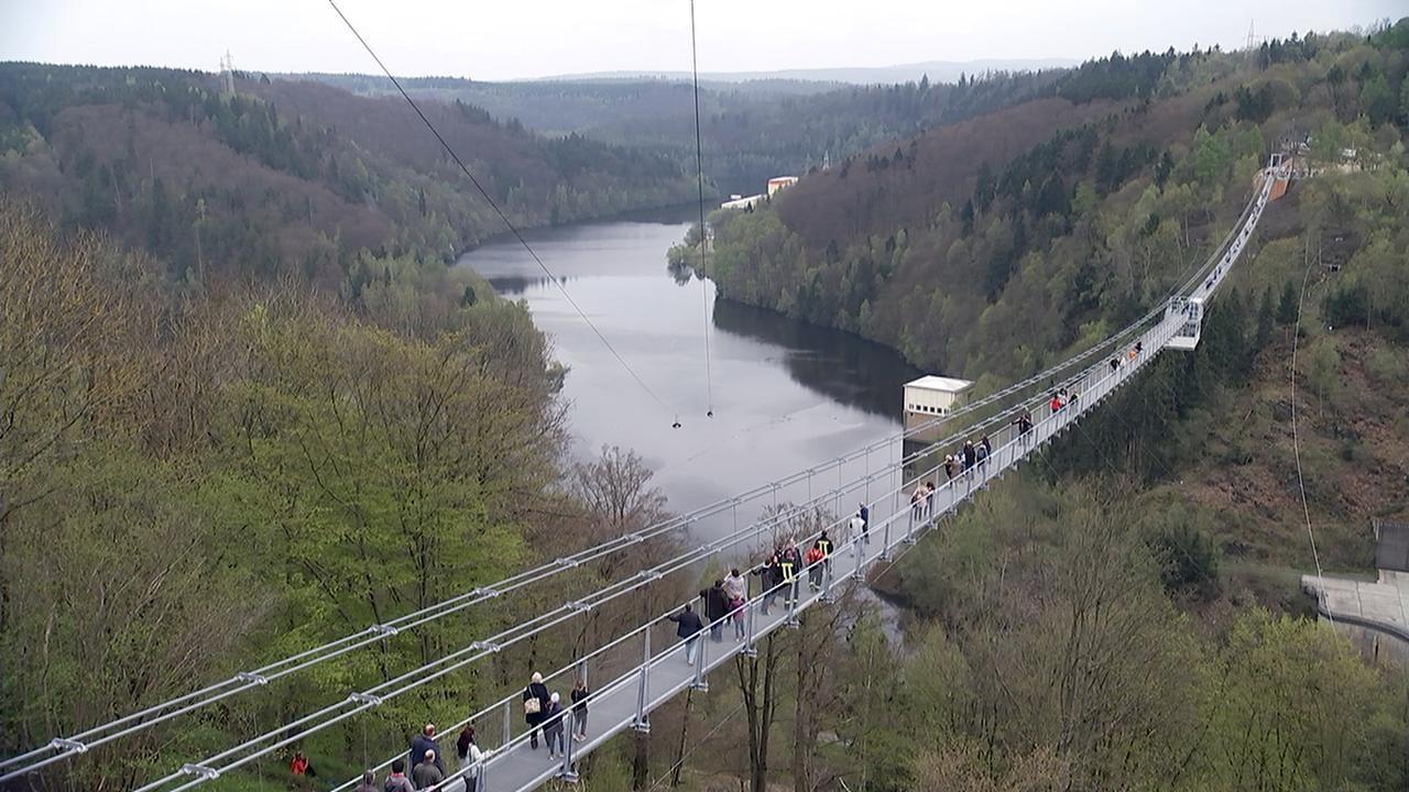 Самый длинный в мире пешеходный подвесной мост теперь не в Сочи!