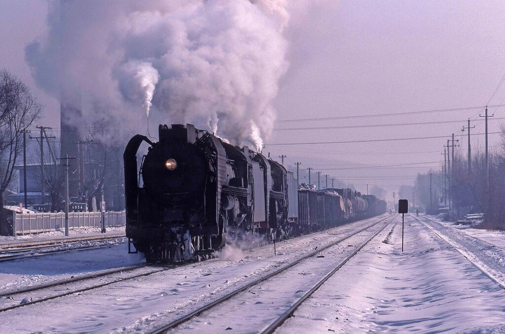 The station at Tumenling to the east of Changchun. 737 and 7078 are about to make a stop to take on water on 26th January 1991 - Russell Watkins